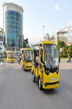 Những chiếc xe điện Tùng Lâm nổi bật trên đường phố Hạ Long