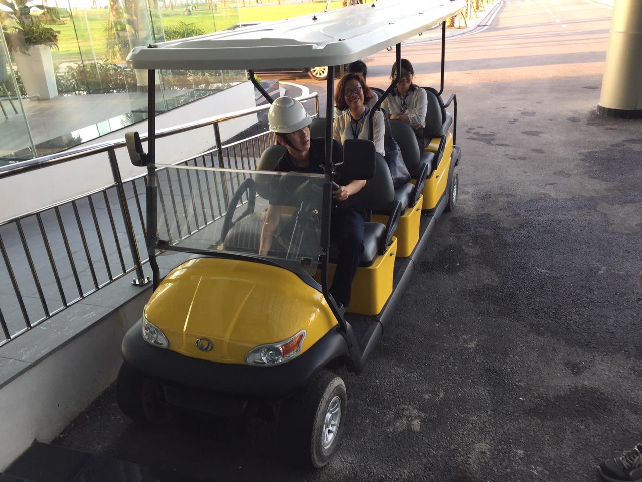 Vinfast sử dụng xe ô tô điện VNE S6+2 để chi chuyển cán bộ và công nhân trong khu vực nhà máy