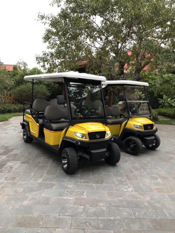 Xe điện tại khu di tích chùa Ba Vàng, Quảng Ninh