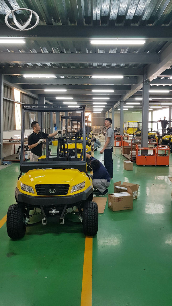 A day of sightseeing factory, assemble four wheel electric car Made in Vietnam