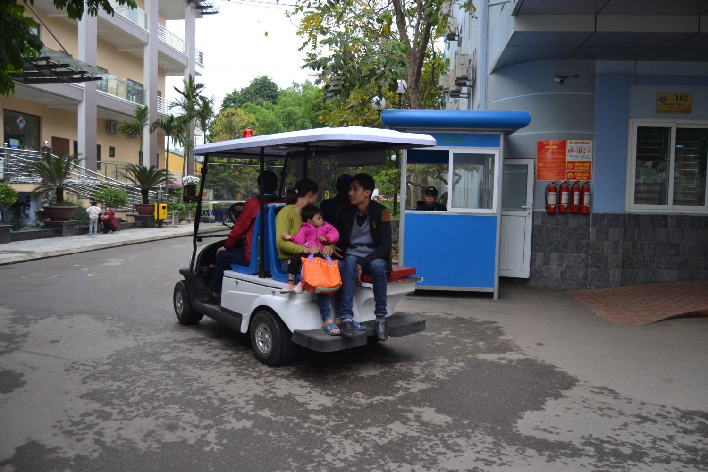 Bệnh viện Đa khoa Hùng Vương Phú Thọ đầu tư xe ô tô điện chở bệnh nhân