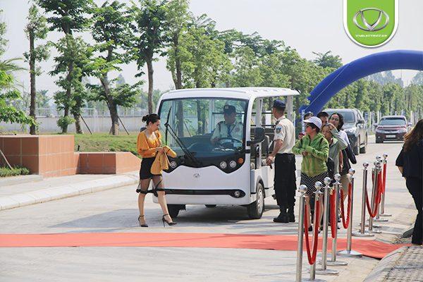 Xe điện Tùng Lâm vinh dự phục vụ quan khách cấp cao tại Lễ khánh thành Nhà máy nước mặt sông Đuống