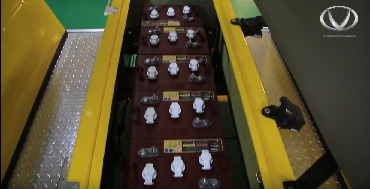 Tìm hiểu công đoạn lắp hệ thống điện - ắc quy của xe điện VN Electric Car