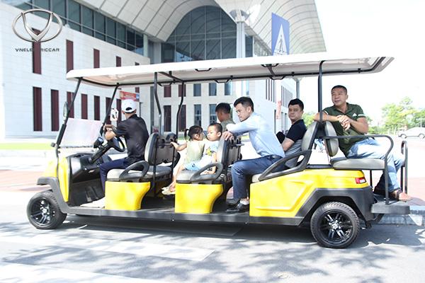 Xe điện 4 bánh và taxi - Đâu là lựa chọn lý tưởng cho bạn và gia đình cho chuyến du lịch sắp tới?