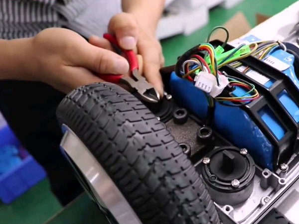 Mua xe điện 4 bánh: Chọn xe nhập ngoại hay xe sản xuất trong nước?