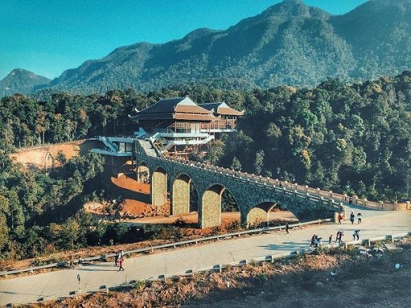 Khu du lịch tâm linh Tây Yên Tử nâng cao chất lượng dịch vụ với xe điện Tùng Lâm