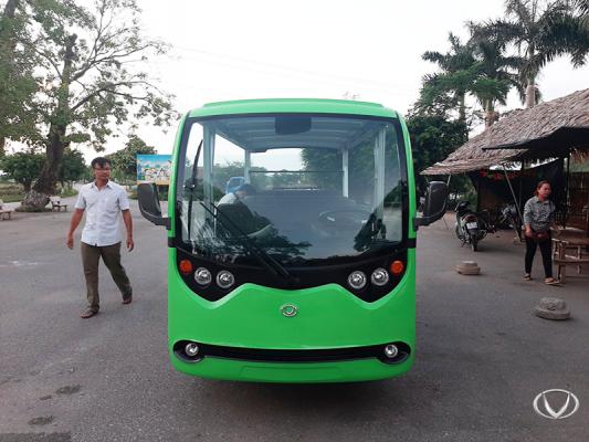 Tùng Lâm xuất xe điện du lịch VNE.CAR 14AC i10 đến làng cổ Đường Lâm