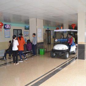 Đơn vị uy tín cung cấp xe điện bệnh viện làm quà tặng